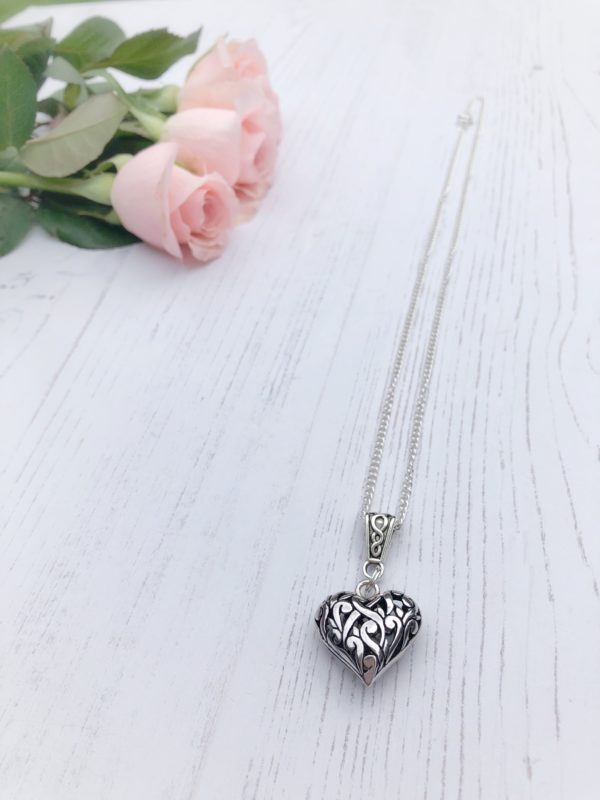 Vintage style heart pendant by Janmary