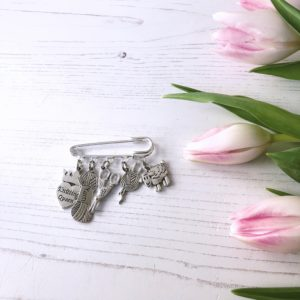 janmary vintage style knitting charm brooch