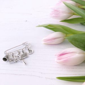 janmary vintage style sewing charm brooch